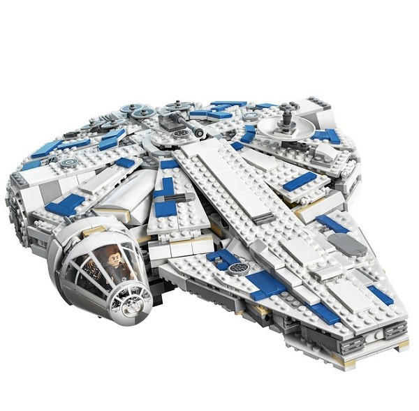 Lego star wars kessel run millenium falcon for Interieur falcon 2000